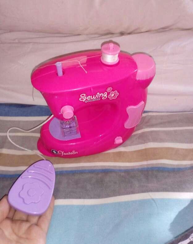 Imagen maquina de coser de juguete
