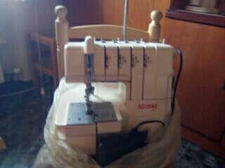 Imagen vendo recubrirla-remalladora doméstica. maquina refrey con mueble y remalladora doméstica