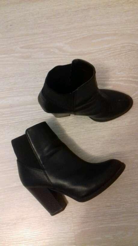 Imagen zapatos, botinas con tacones