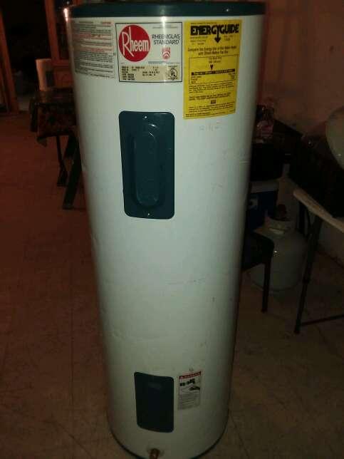 Imagen Electric water heater semi new