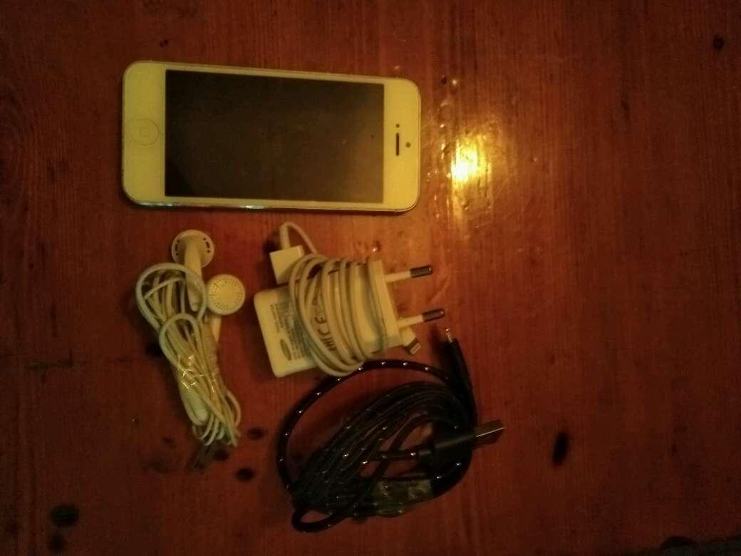 Imagen producto IPhone 5 Seminuevo 3