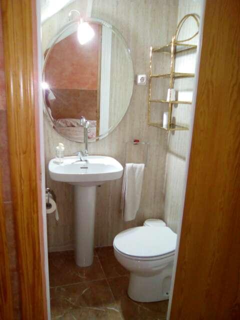Imagen lavabo con pie y grifo