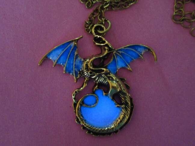 Imagen Colgante dragón brilla oscuridad