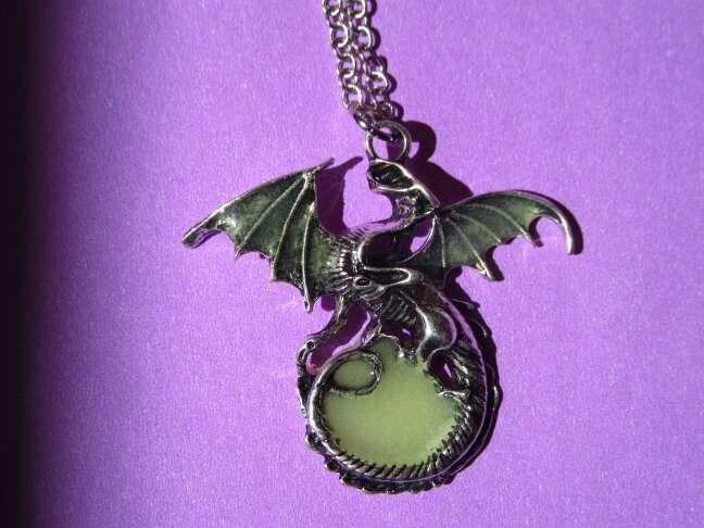 Imagen producto Colgante dragón brilla oscuridad 2