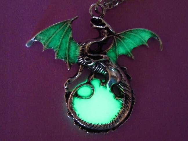 Imagen Colgante collar brilla en la oscuridad