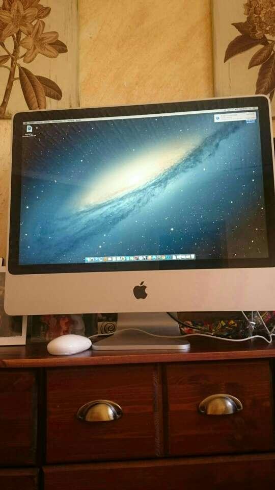Imagen Vendo Imac de 24 pulgadas en buenas condiciones teclado y ratón Apple precio negociable