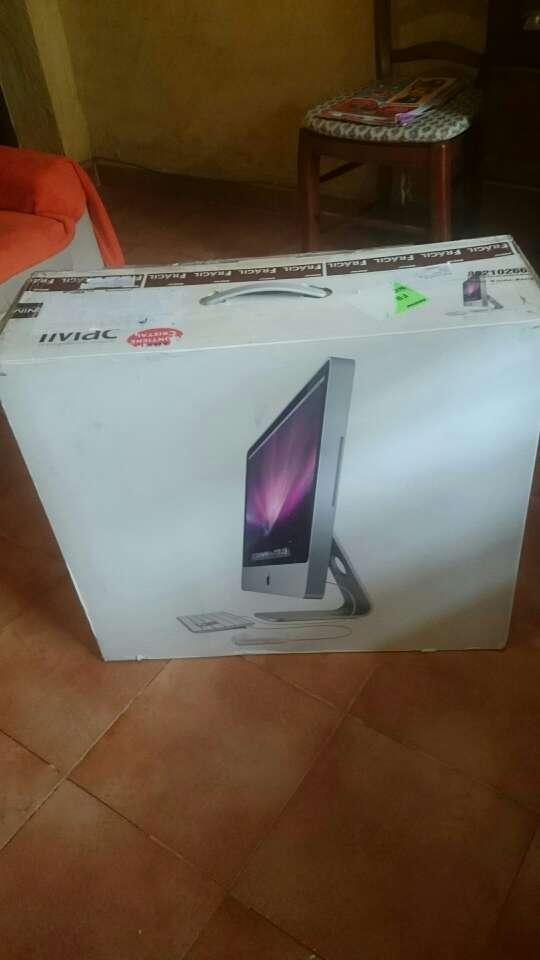 Imagen producto Vendo Imac de 24 pulgadas en buenas condiciones teclado y ratón Apple precio negociable  3
