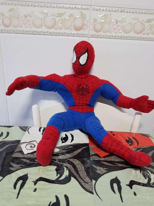 Imagen peluche Spider-Man mediano grande