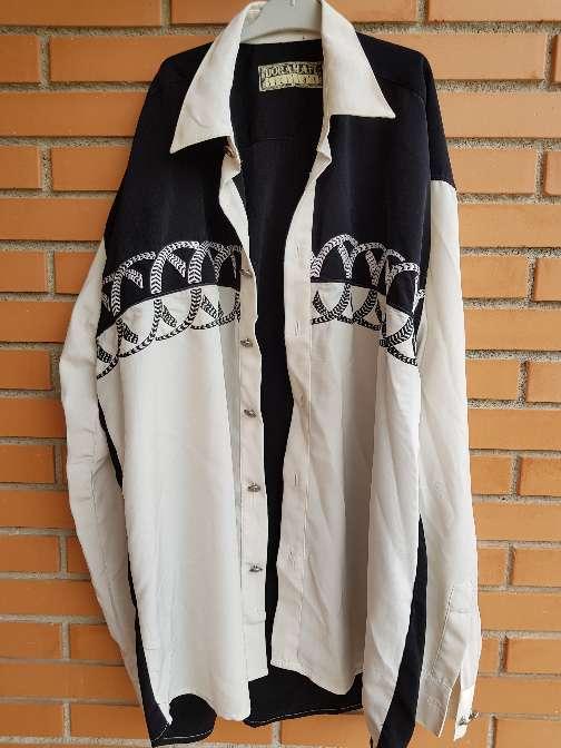 Imagen camisa hombre bordada