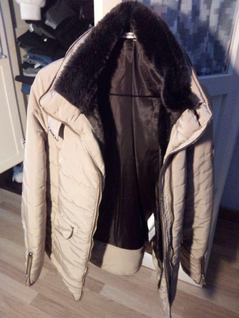 Imagen abrigo beis