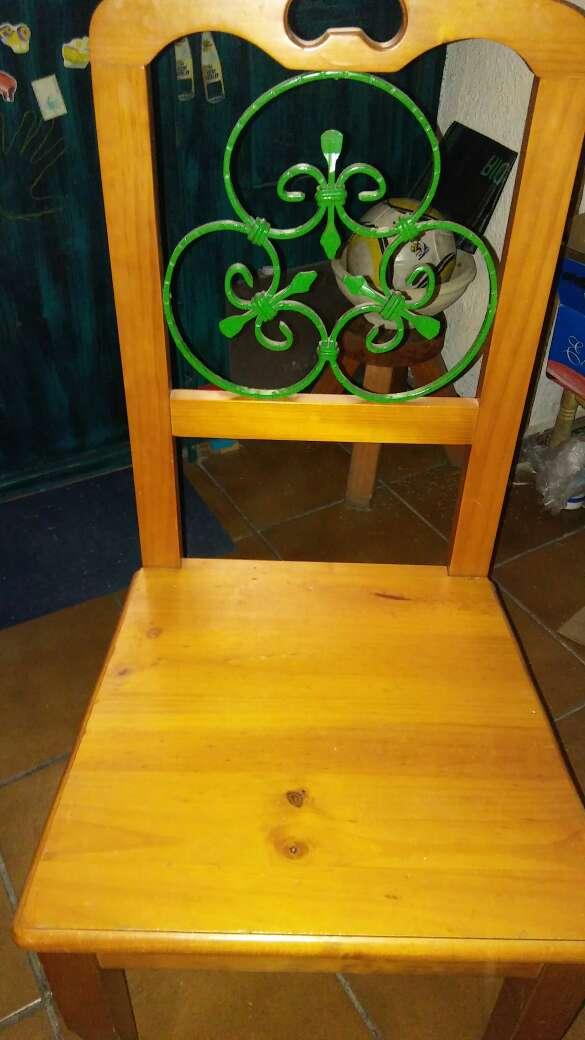 Imagen silla madera y forja