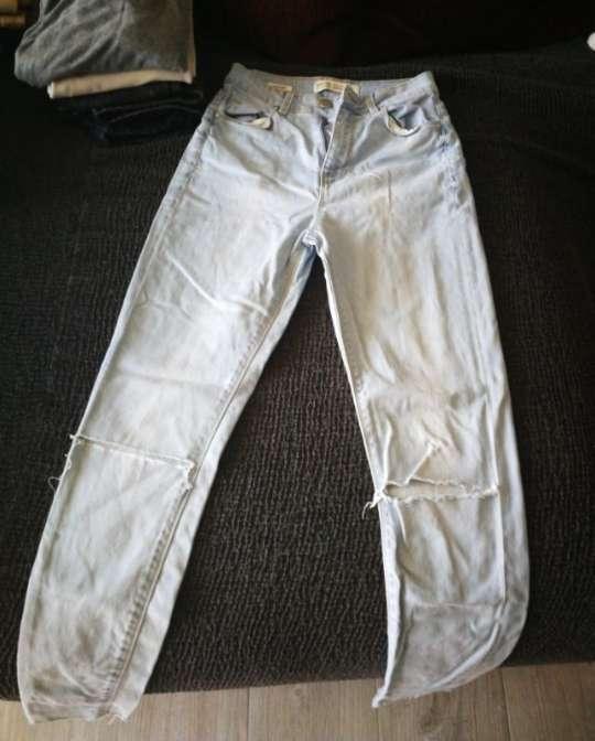 Imagen Pantalones vaquero y beige