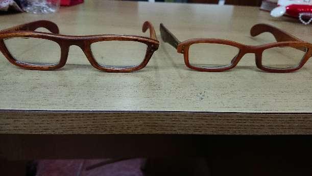 Imagen Lentes oftalmológicos de madera.