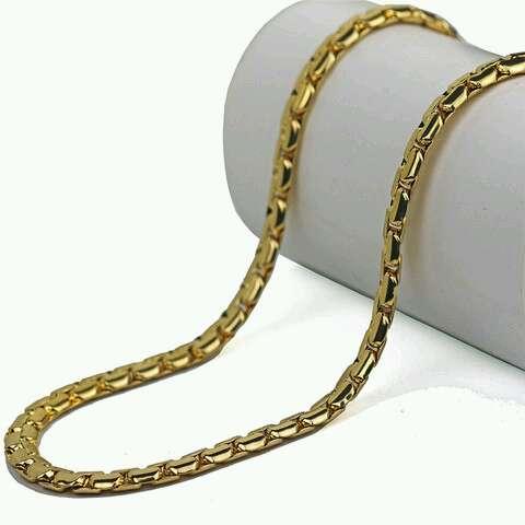 Imagen Collar de color oro de calidad.