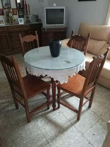 Imagen Conjunto mesa de madera y sillas