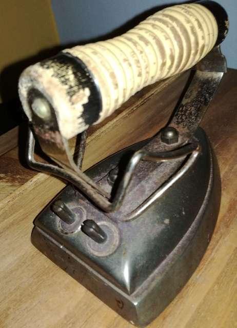 Imagen plancha electrica antigua