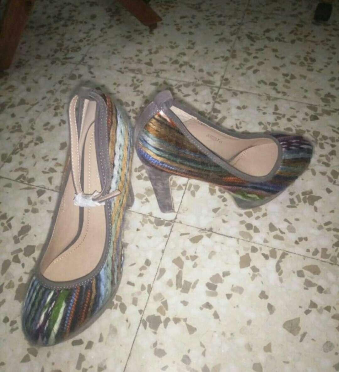 Imagen zapatos grises