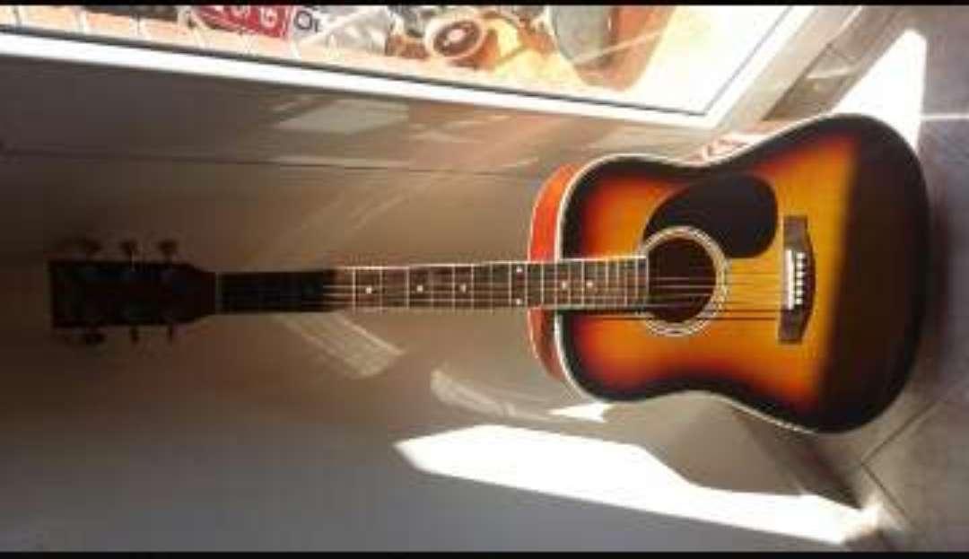 Imagen Guitarra acústica nueva con funda