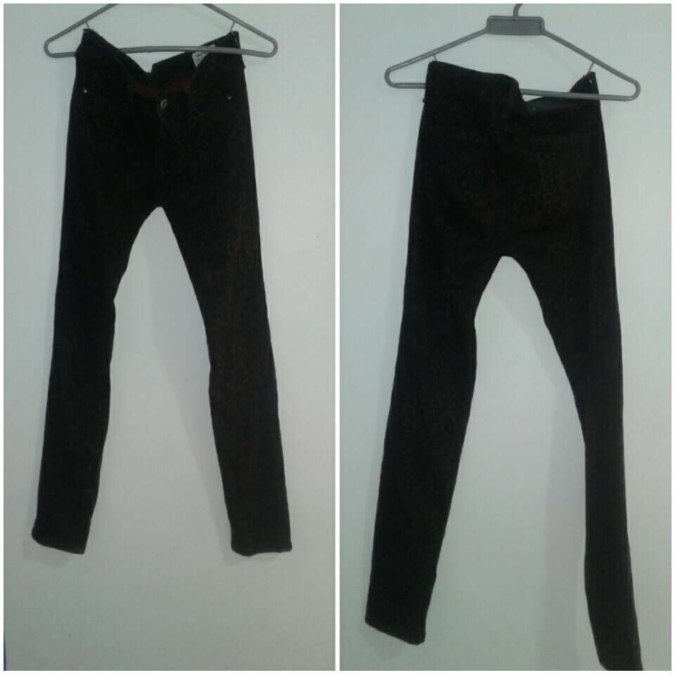 Imagen jean morado oscuro de marca