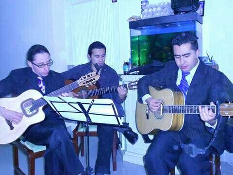 Imagen producto Trio Tradicional Música de Cuerda Latinoamericana. Serenatas y Show en Vivo para escenarios grandes o pequeños. 8
