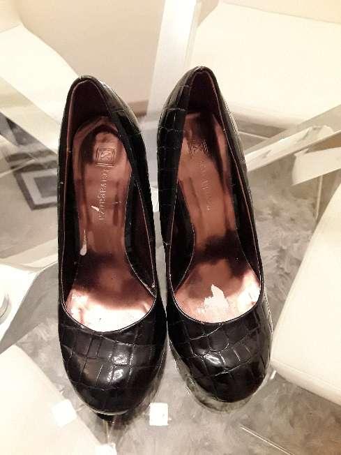 Imagen zapatos de tacón de piel