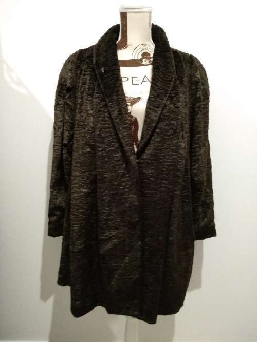 Imagen abrigo de astracán sintético tipo capa
