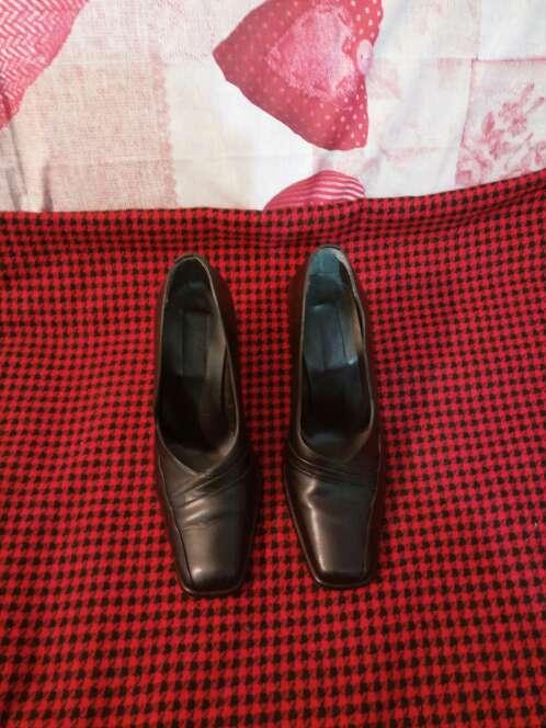 Imagen Zapatos piel tacón y punta cuadrada