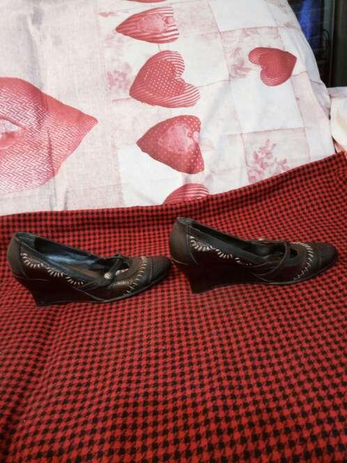 Imagen producto Zapatos cuña piel 2
