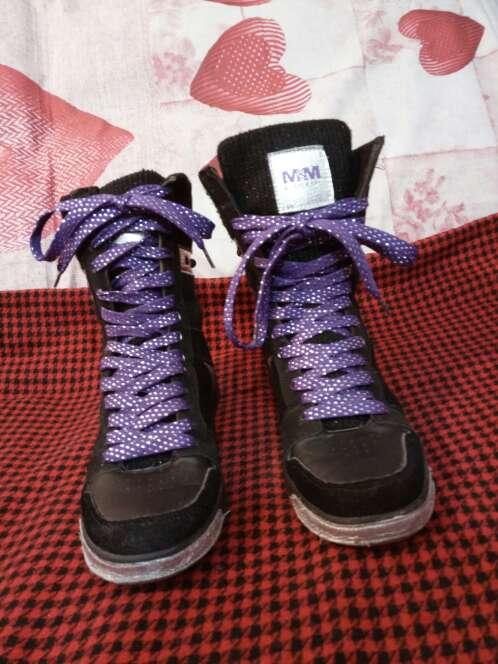 Imagen Zapatillas Many&Many negras y lila