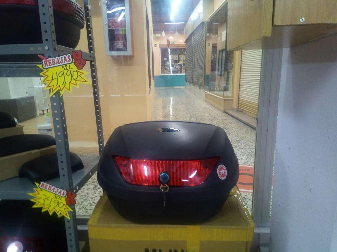 Imagen baúl moto dos cascos 52 L