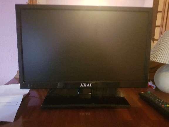 Imagen vendo tele con tnt incluido marca Aki