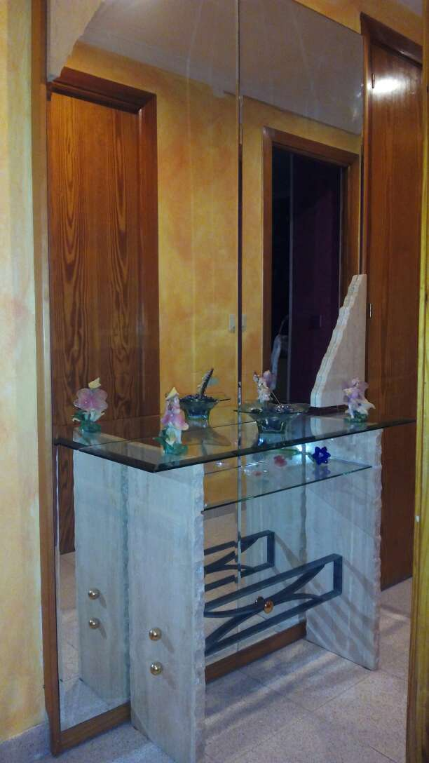 Imagen mueble de mármol blanco con espejo
