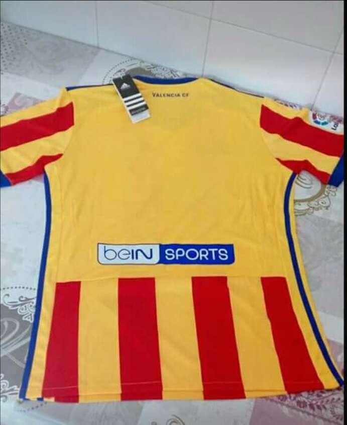 Imagen producto Camiseta Valencia CF , talla L 2