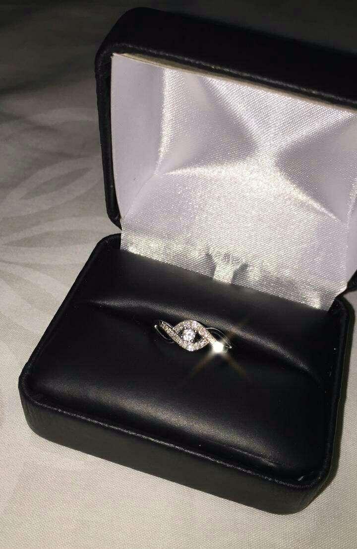 Imagen Anillo de oro blanco con diamantes