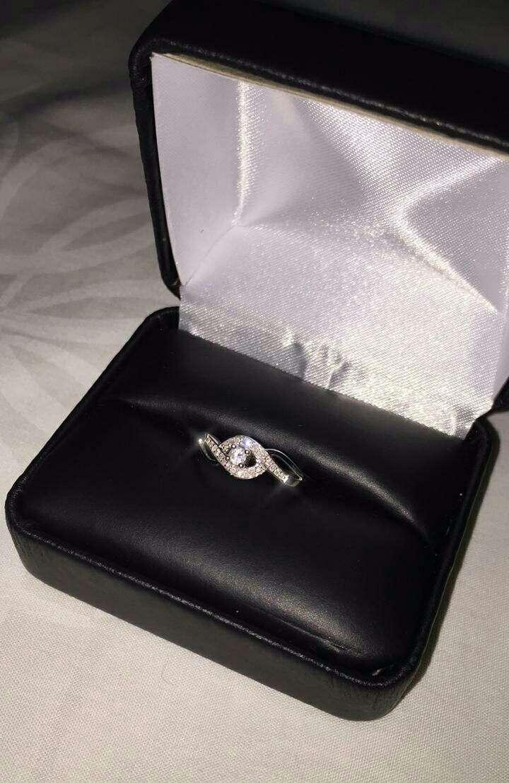 Imagen producto Anillo de oro blanco con diamantes 2