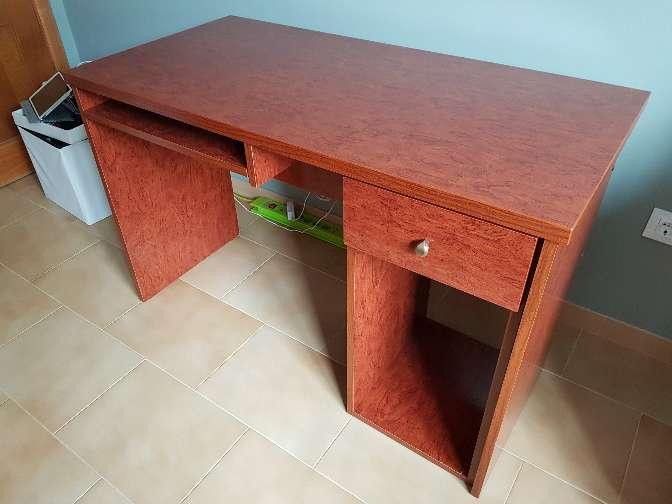 Imagen producto Mesa escritorio estudio madera cerezo 2