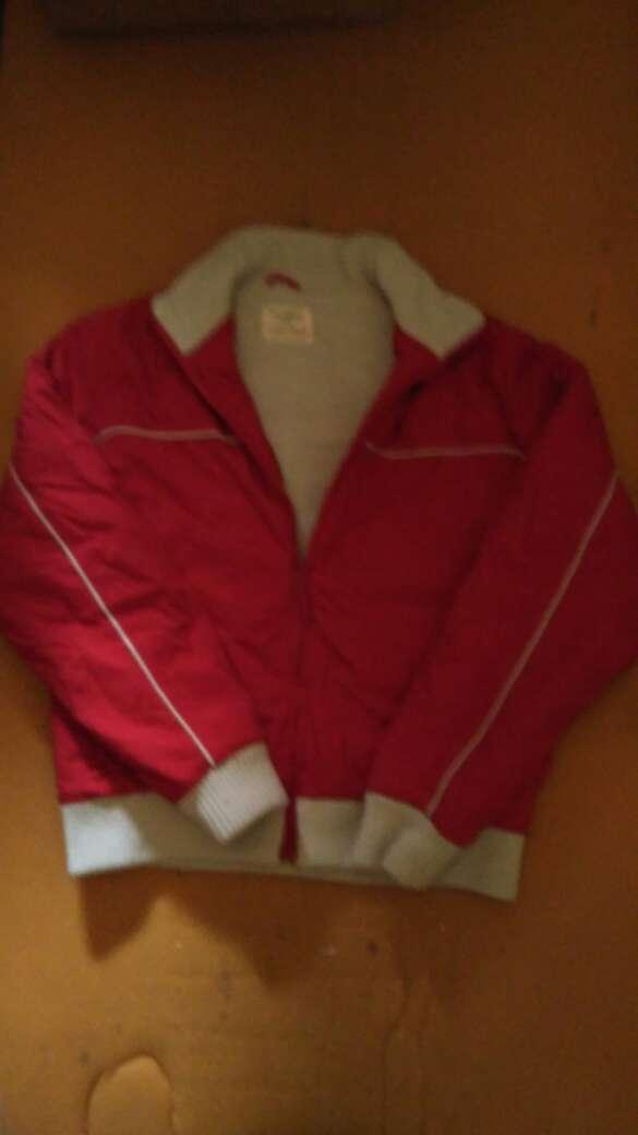 Imagen chaqueta roja como nueva