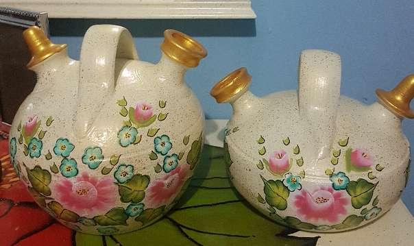 Imagen producto 2 botijos de barro pintados a mano 1