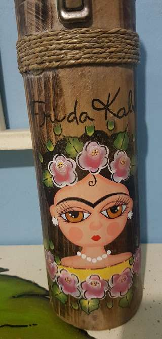 Imagen producto Botellero de madera frida kahlo 2