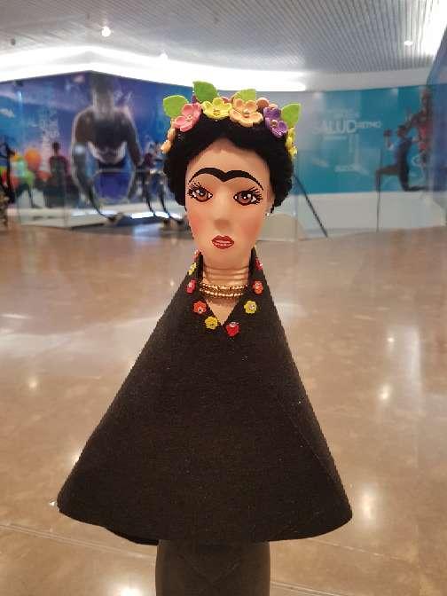 Imagen adorno de madera frida kahlo