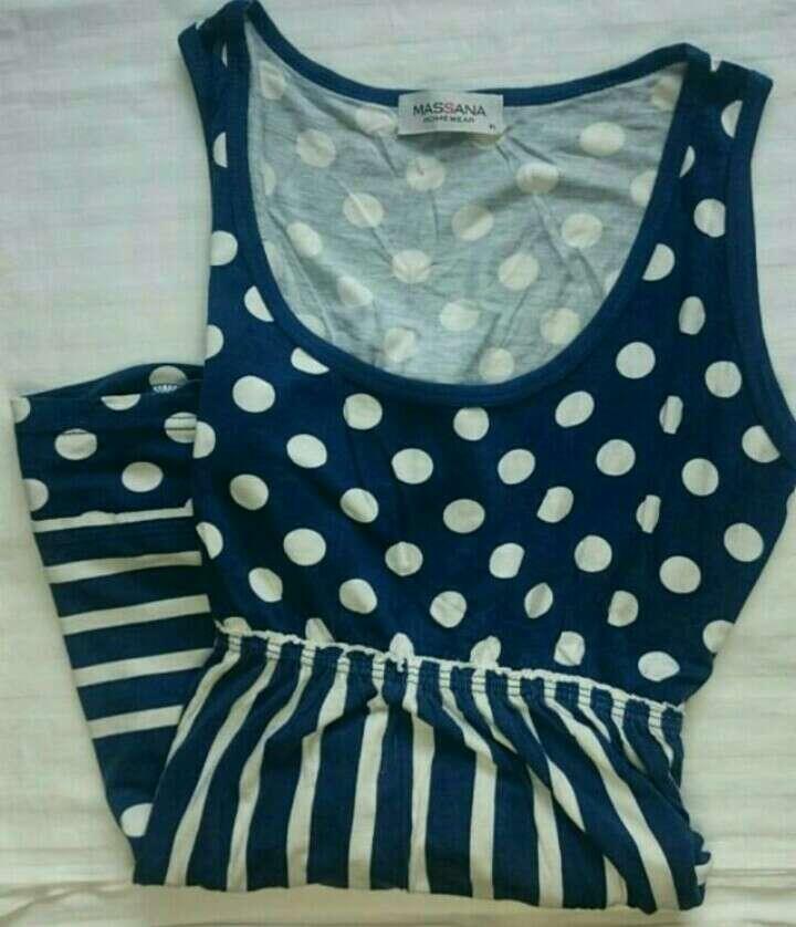 Imagen vestido azul y blanco