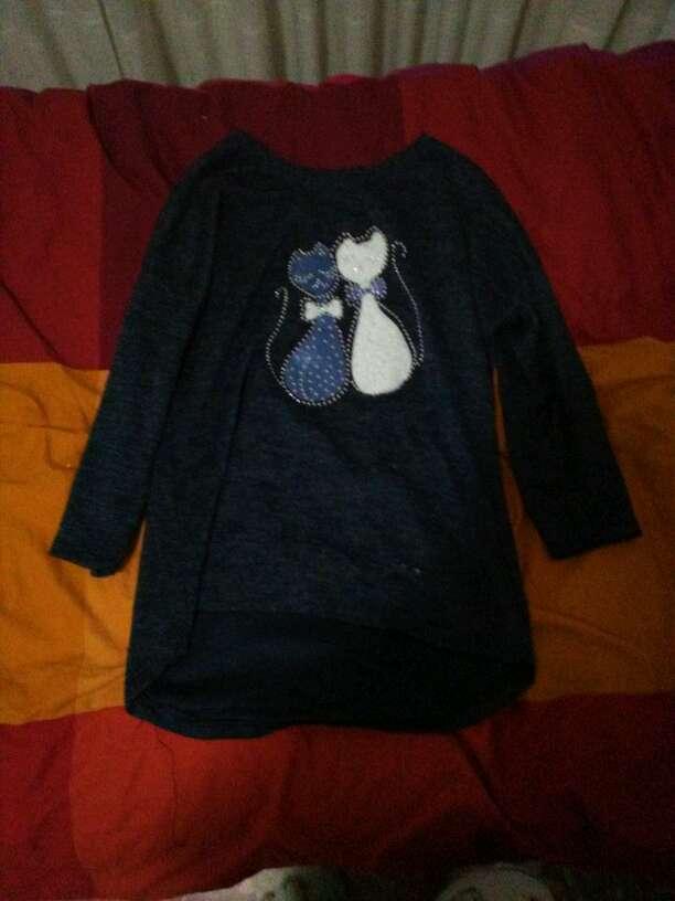 Imagen Sudadera color azul marino de dos gatos