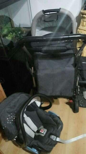 Imagen vendo carro de bebe 3 piezas bebeconfort 170€