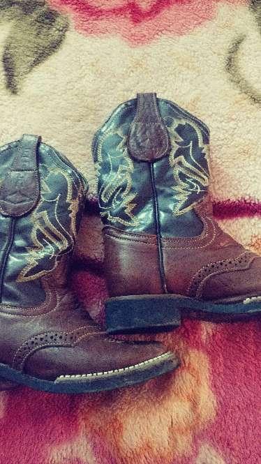 Imagen botas de niño
