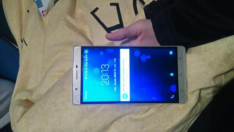 Imagen producto Smartphone oro con caja 3