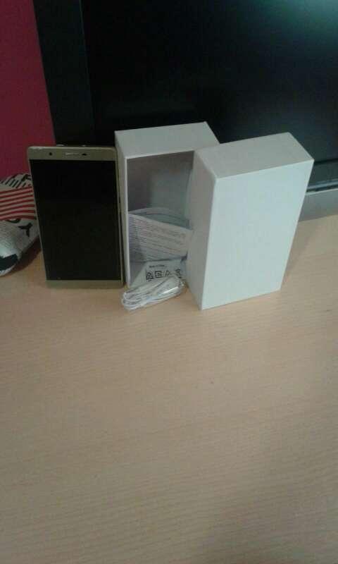 Imagen smartphone oro con caja