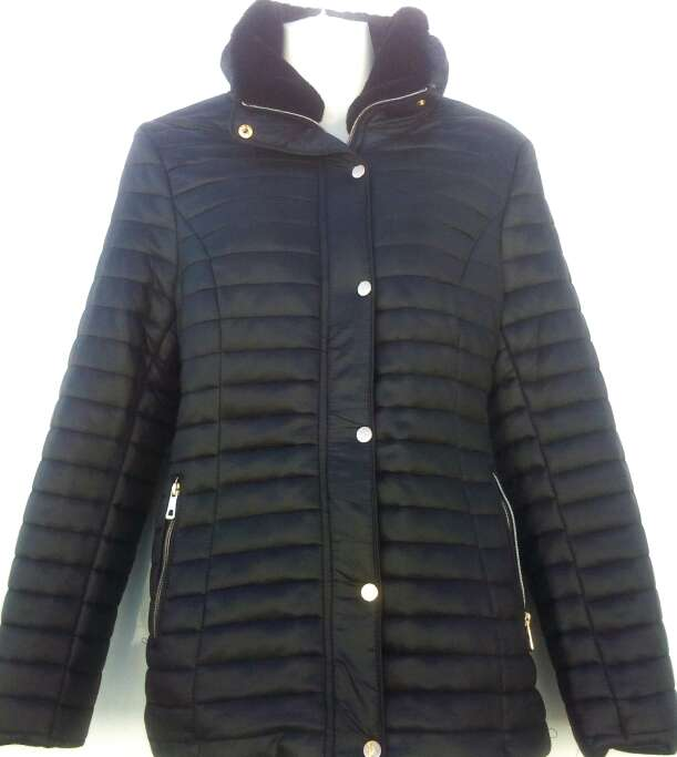 Imagen chaqueta negra de mujer