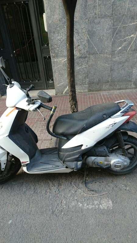 Imagen moto aprila 50 cc en buen estado por motivo de viaje la vendo