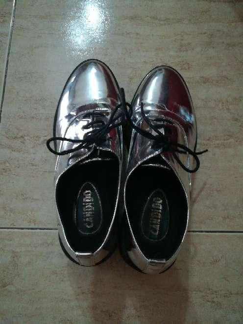 Imagen zapatos plateados