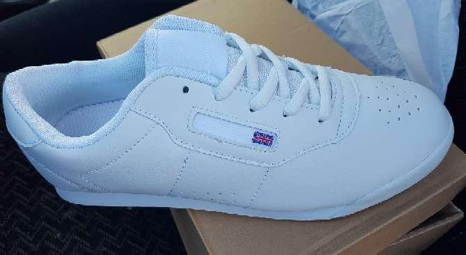 Imagen producto Zapatillas deportivas nuevas en blanco  3